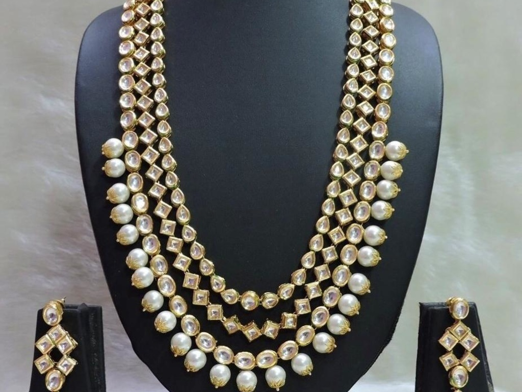 Kundan and Pearl Necklace with Earrings - the wedding brigade